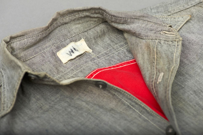 Second detail of the shirt label.